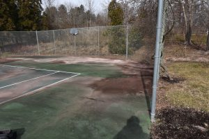 20-year-old-tennis-court-before_DeShayes-Dream-Courts
