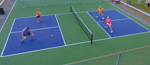 pickleball-court-with-players
