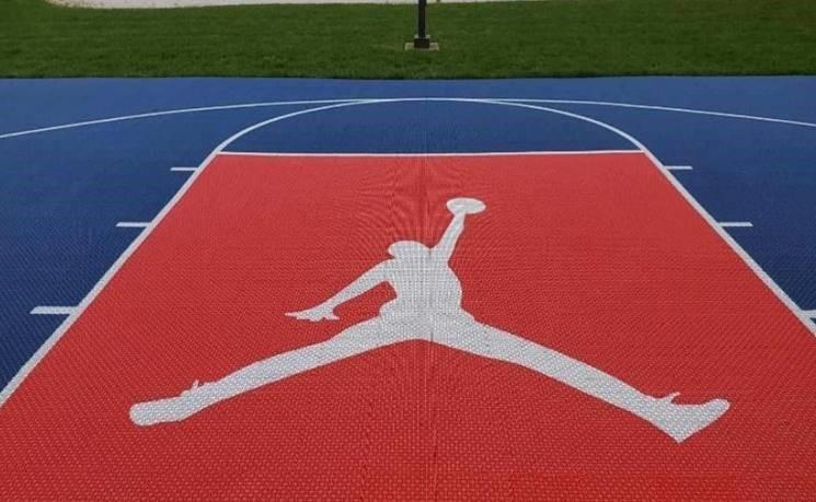 michael-jordan-jumpman-stencil-basketball-court-Deshayes-Dream-Courts